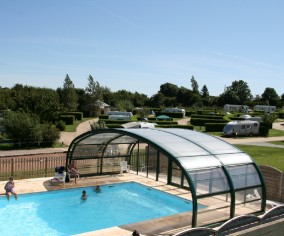 Camping le clos normand bourg achard campings for Piscine creuse