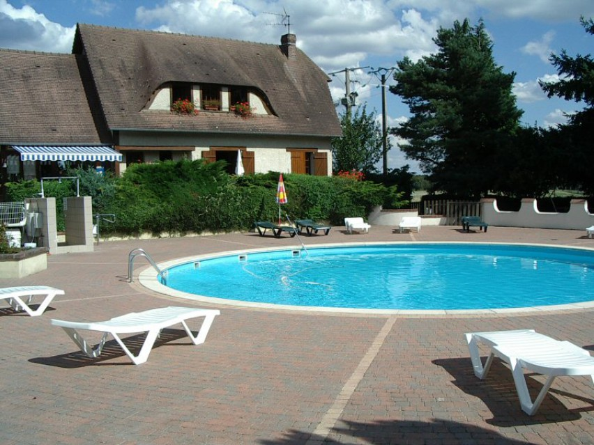 Camping le bel air louviers campings camping cars for Camping haute normandie piscine