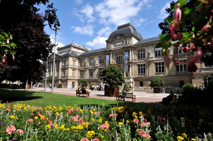 essay on musee des beaux arts